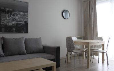 Chodźki 25 – mieszkanie do wynajęcia, 3 piętro, 1 sypialnia, pokój dzienny z kuchnią 40 mkw.